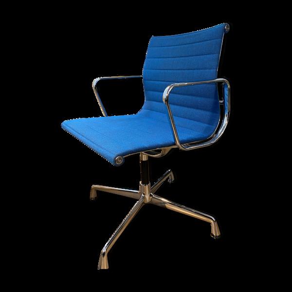 Fauteuil Aluminium Chair pivotant design Eames édition Vitra