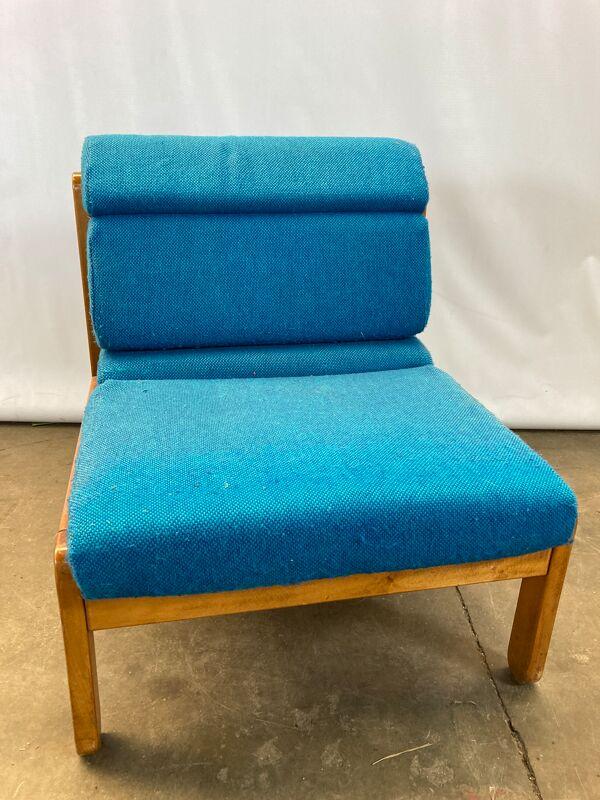 Paire de 2 chauffeuses Bleues Socol Souvignet vintage bois et tissu