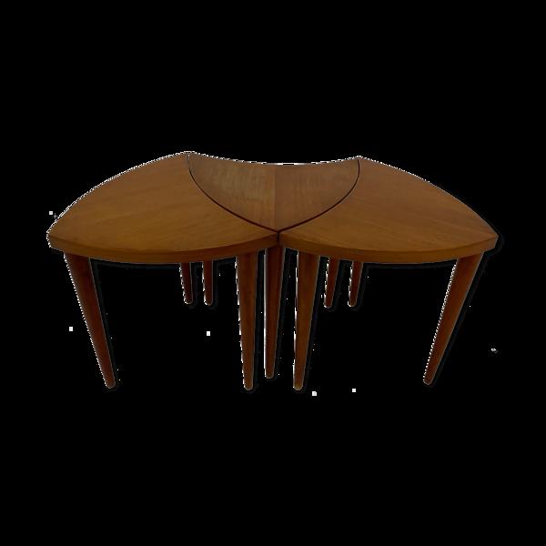 Ensemble de trois tables en forme organique conception des années 1970
