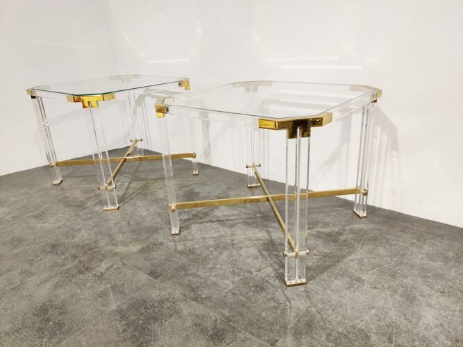 Paire de tables d'appoint vintage lucite et laiton de Charles Hollis Jones, années 1970