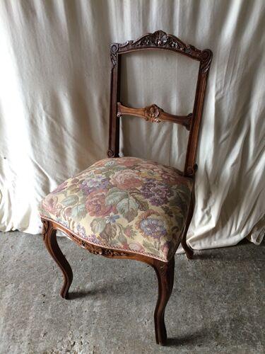 Paire de chaise ancienne style rocaille bois avec tissu fleurs vintage