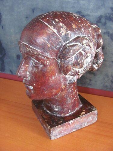 Tête de femme sculptée signée A Carli début XXème