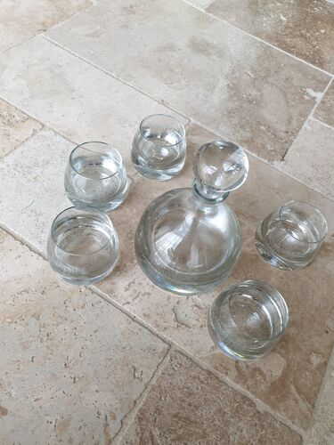 Carafe et verres assortis