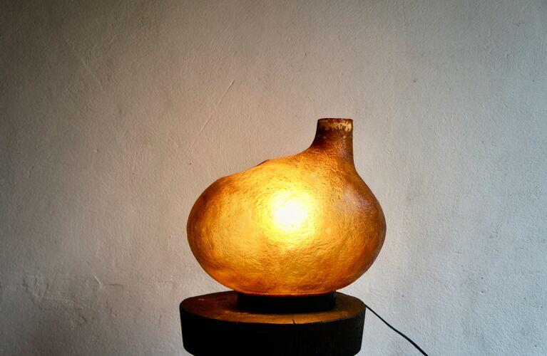 Lampe en résine moderniste