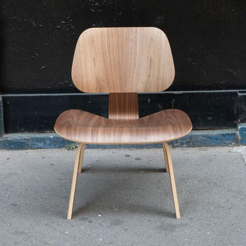 Chaise LCW en Noyer de Charles & Ray Eames - Herman Miller