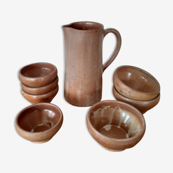 Service of 7 sandstone bowls and their pitcher