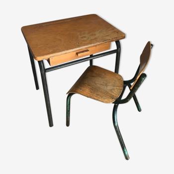 Bureau ancien enfant avec chaise