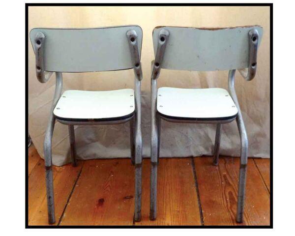 2 Chaises d'écoliers