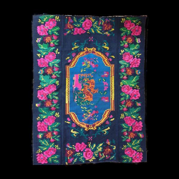 Tapis roumain charmant avec des cerfs beau paysage de nature sur un fond floral 155x205cm