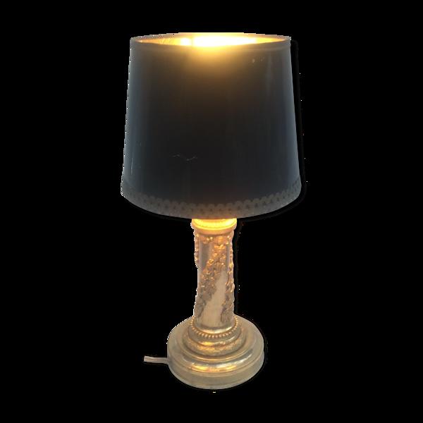 Lampe à poser en bronze doré, ornementé de bronze ciselé aux motifs de feuilles