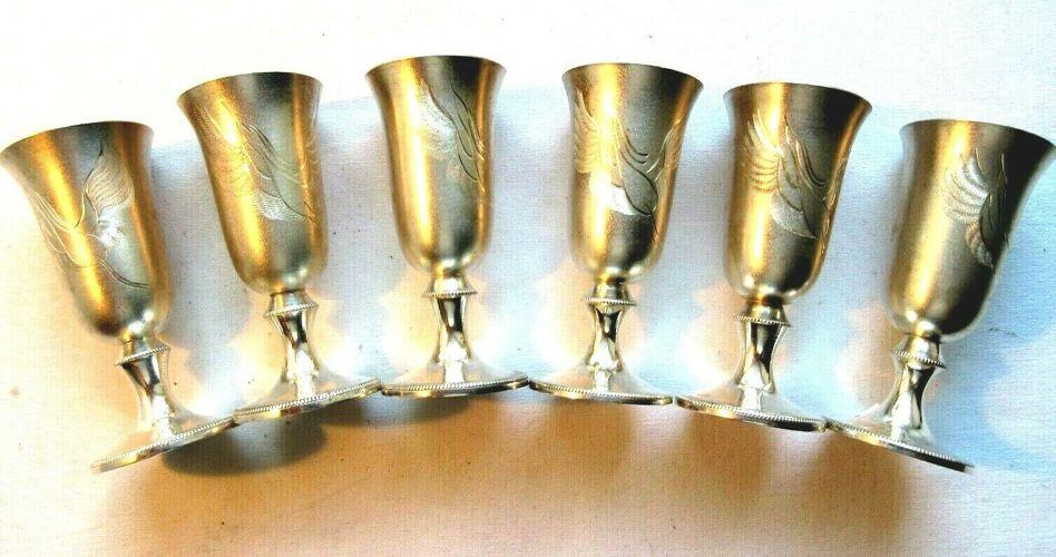 Service à vodka russe, 6 verres sur pied gravé en argent
