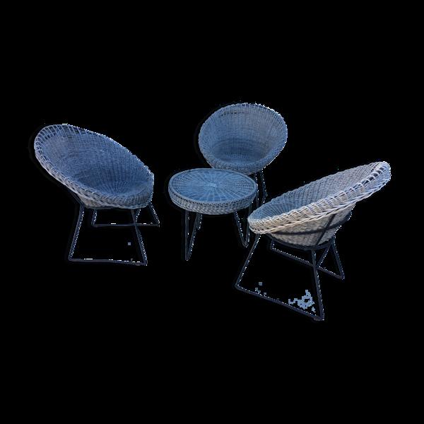 Ensemble de 3 fauteuils et table en osier à piétements métalliques