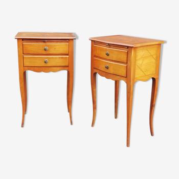 Paire de tables de chevet néoclassiques en bois massif