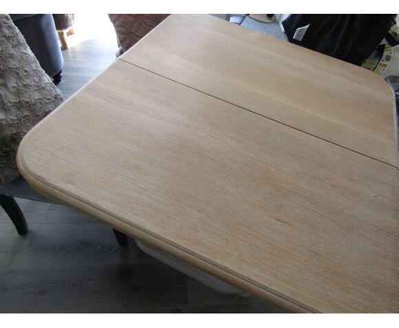 Table ancienne relookée par professionnelle