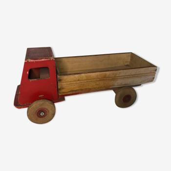 Jouet ancien camion rouge en bois avec benne