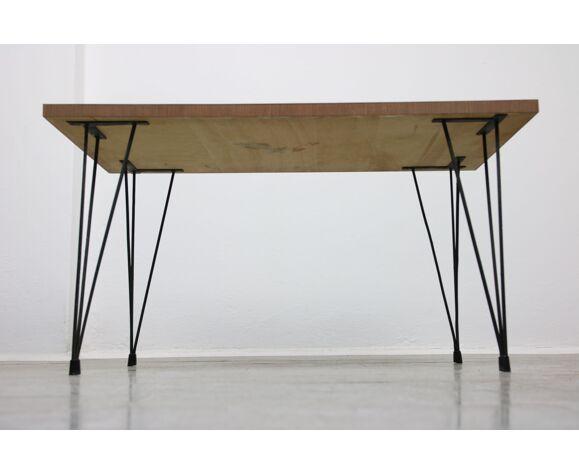 Table basse minimaliste du milieu du siècle