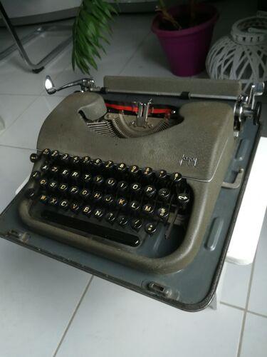 Machine à écrire '' Japy''