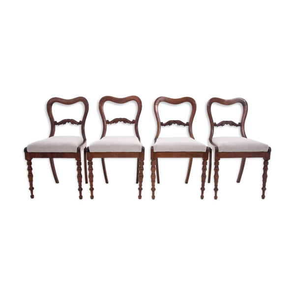 Quatre chaises de salle à manger