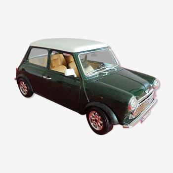Voiture miniature Burago Mini Cooper vert foncé toit blanc 1/16e