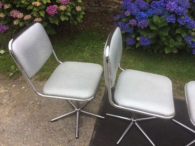 Chaises vintage pivotantes à piétement tubulaire chromé et skaï argenté de marque unic desing.