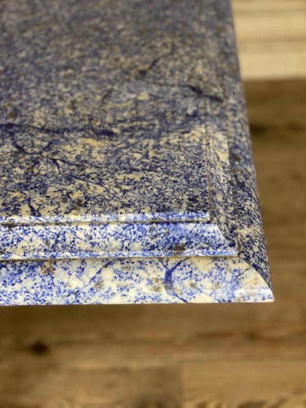 Table en granit bleu azul bahia et pierre limoneuse vers 1980