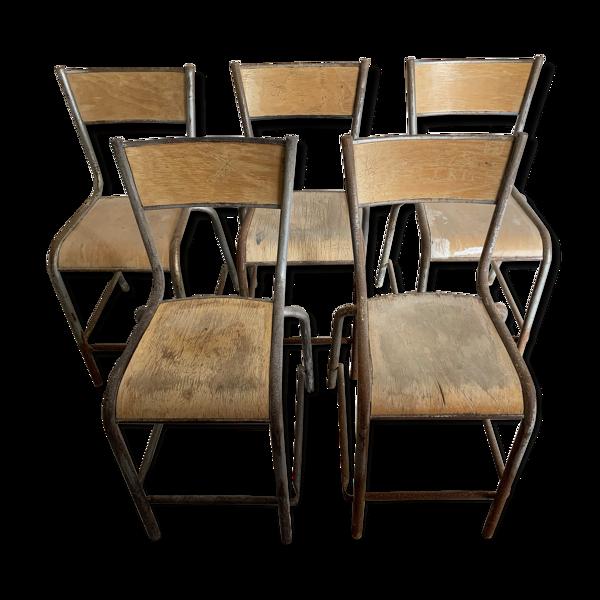 Set de 5 chaises hautes vintage industrielles dites de laboratoire Mullca .