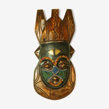 Masque tribal en bois sculpté & perles