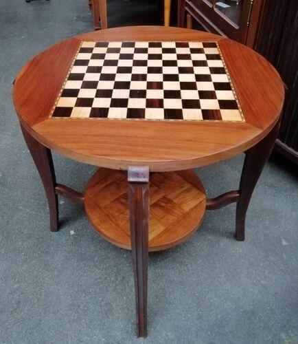 Table d'échecs convertible en table de salon.