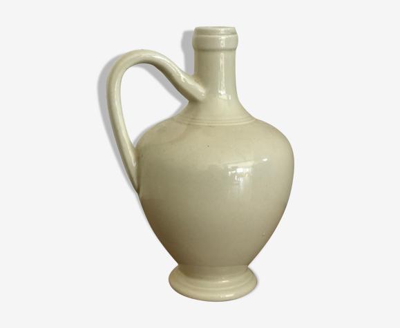 Pichet avec anse en céramique
