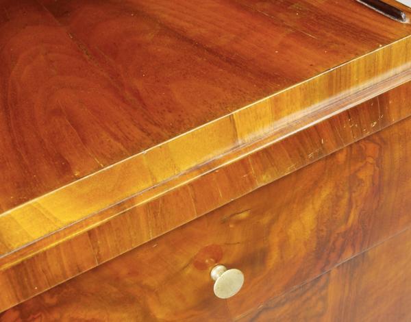 Table de chevet classique en noyer