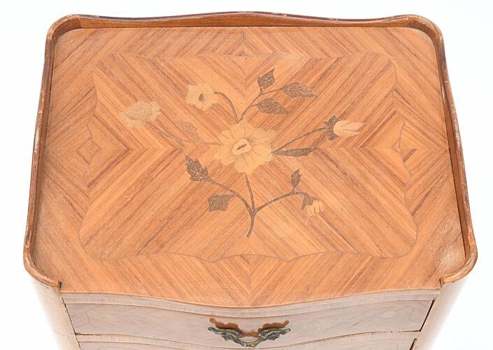 Table de chevet en marqueterie bois de rose
