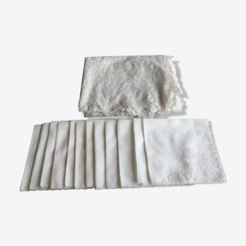Nappe en dentelle de dognin et ses 12 serviettes assorties