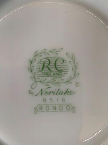 Service Noritake, 12 personnes