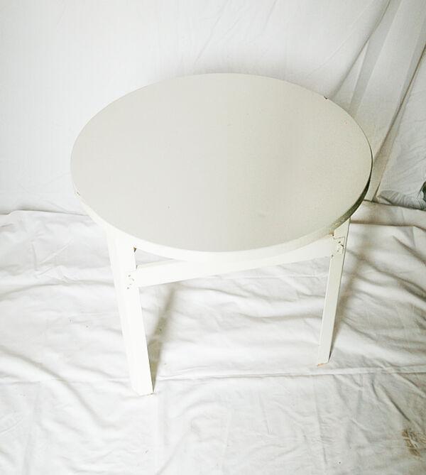 Table basse industrielle en tôle et en bois multiplis peints