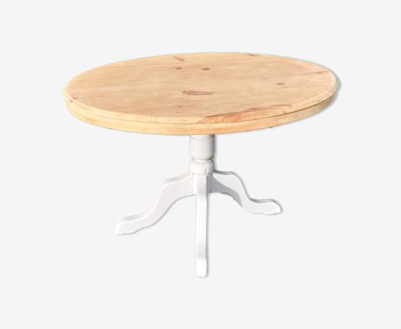 Table ovale plateau bois brut piétement gris clair sapin