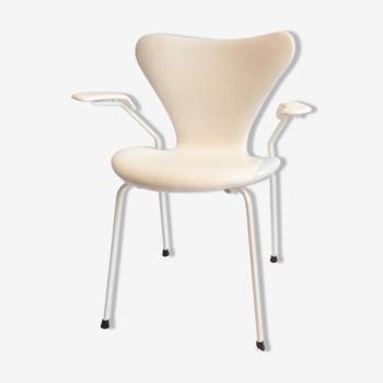 Fauteuil 3207 d'Arne Jacobsen