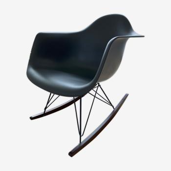 Rocking-chair RAR gris par Eames
