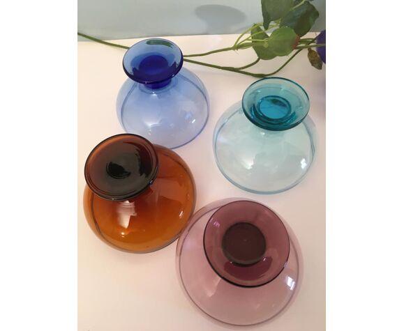4 coupelles de couleurs différentes en verre