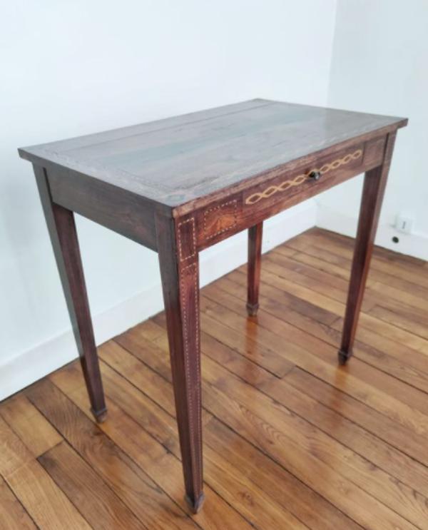 Table rectangulaire en bois de placage