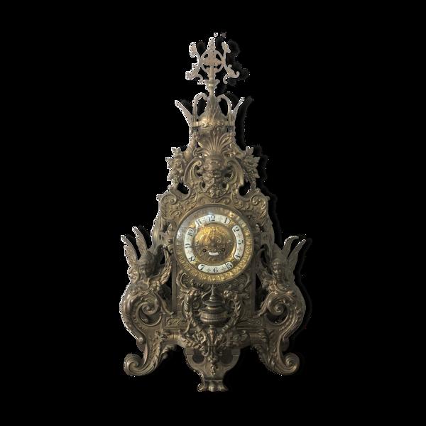 Pendule gothique en bronze 78 cm décor de sphinges
