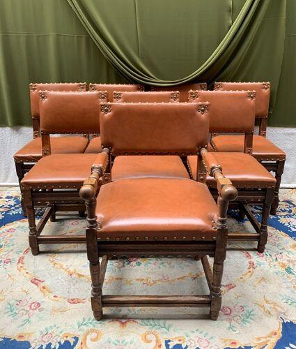 Ensemble de 7 chaises et fauteuils de style Renaissance.