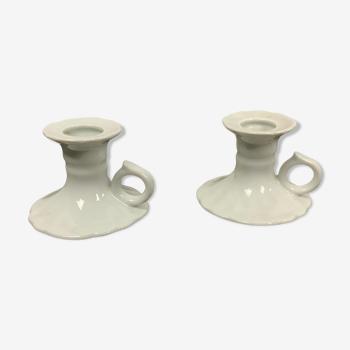 Paire de bougeoirs en porcelaine
