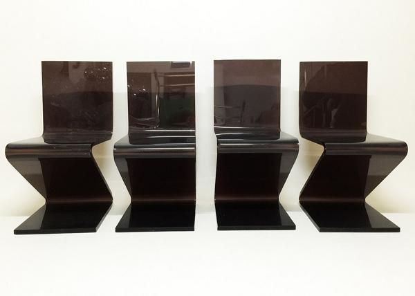 Chaises en plastique brun by Michel Dumas