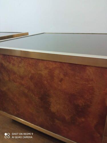 Paire de bout de canapé 1970  laiton, miroir et résine