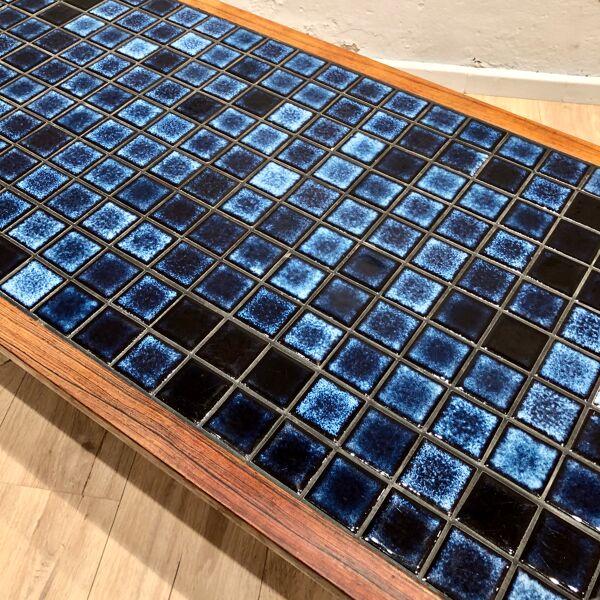 Table de Johannes Andersen édition Silkeborg 1960 en palissandre et céramique émaillée bleue