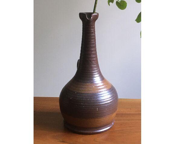Vase en grès du marais avec anse