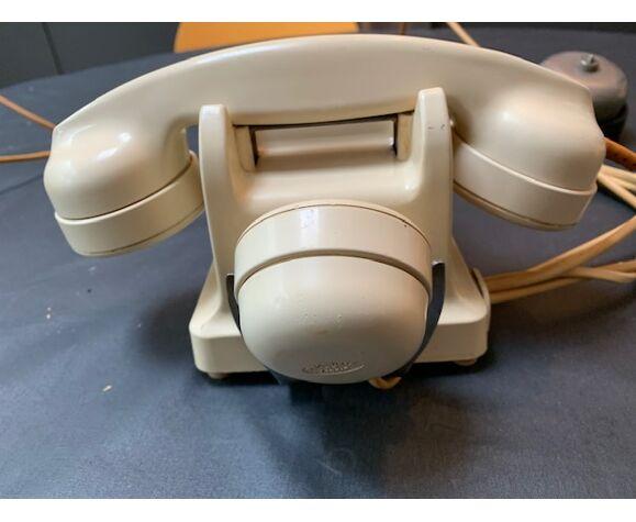 Téléphone en bakelite blanc crème design années 50