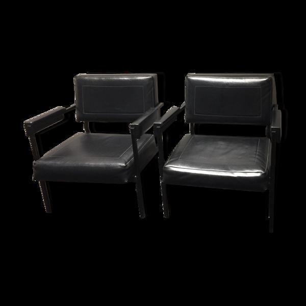 Paire de fauteuils skaï noir circa 1960