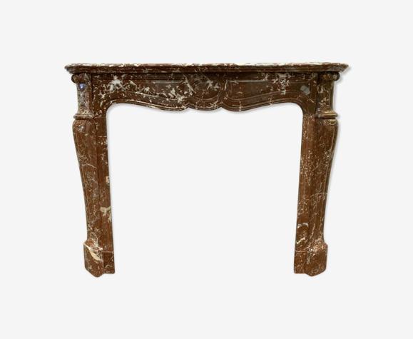 Cheminée pompadour a jambage galbé en marbre rouge royal XIX siècle