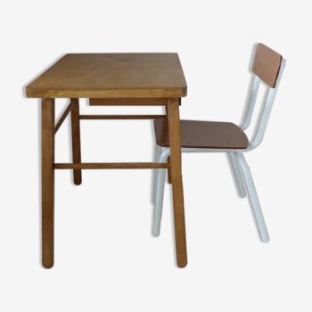 Pupitre et sa chaise
